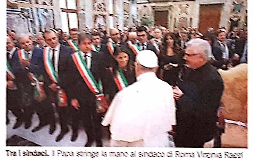 Papa Francesco incontra i Sindaci: attuate politiche di accoglienza