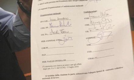 Contratto statali, firmato l'accordo: aumenti da 63 a 117 euro lordi sullo stipendio base