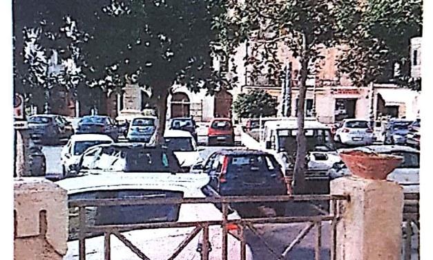 Piazza della Repubblica in tilt. Da salotto a zona parcheggio