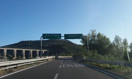 Auto contromano su A2 tra Lamezia Terme e Pizzo bloccata nella notte dalla polizia, sfiorata una strage – Zoom24