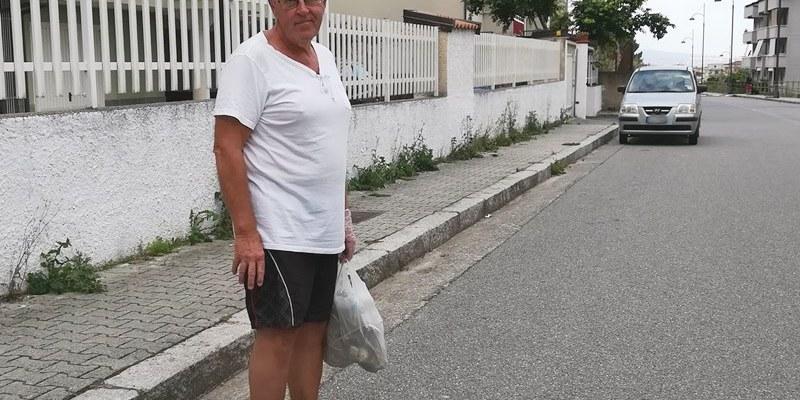 Jan Erik, lo svedese di Pizzo che pulisce il quartiere della sua nuova città