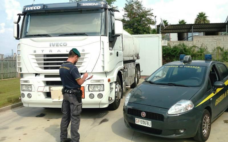 Tremila litri di gasolio di contrabbando sequestrati dai finanzieri a Pizzo