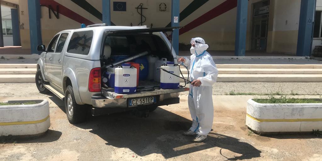 FOTO – Le operazioni di sanificazione all'istituto Nautico di Pizzo – Il Quotidiano del Sud