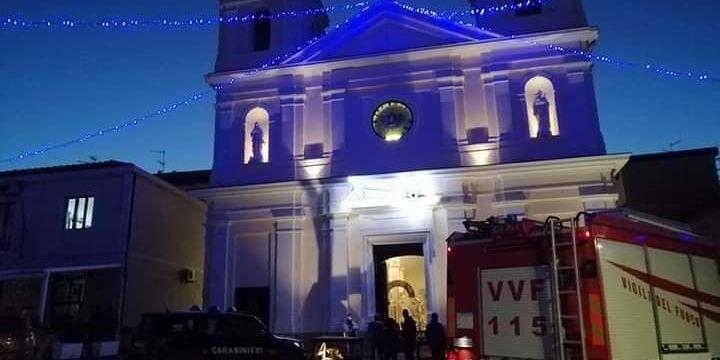 Chiesa a fuoco nel Vibonese, fumo e tanta paura tra i fedeli