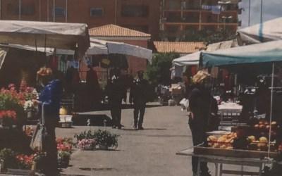 Ancora scontri all'apertura del mercato mentre tocca ai Carabinieri sedare gli animi