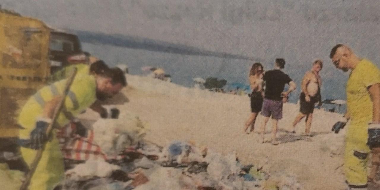 Pulizia delle spiagge, colpevoli ritardi