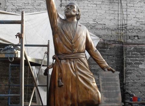 escultura de bronce miguel hidalgo