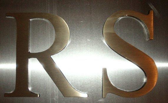 letras de bronce fundido