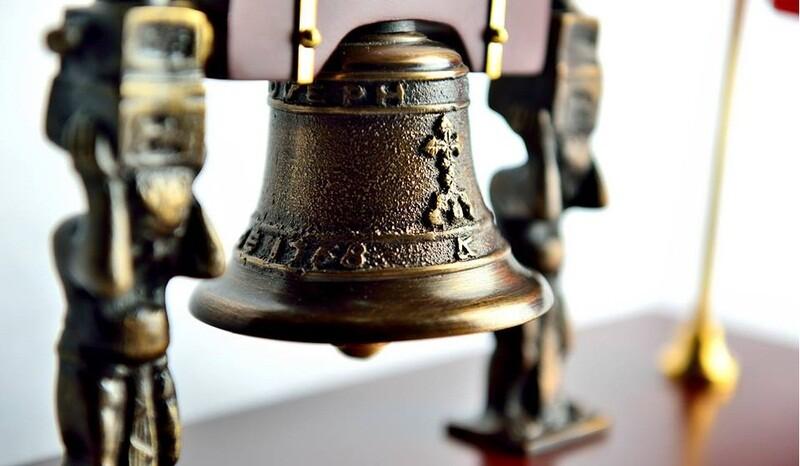 replica de campana de independencia