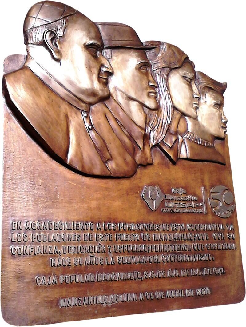 placa de bronce rostros en 3D