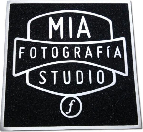 placa de aluminio fundido logotipo