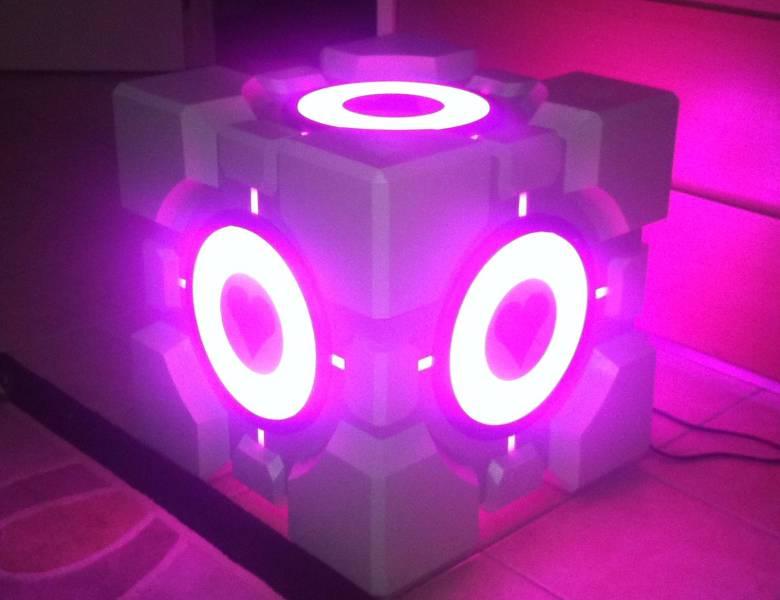 Quand le cube de portal devient une table basse et un subwoofer