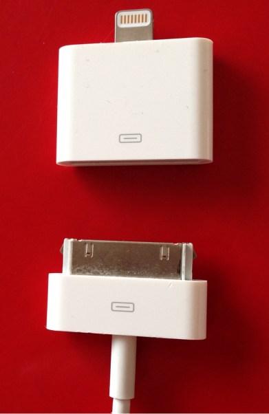 L'adaptateur et un connecteur 30 broches classique