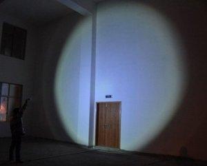 Test de la lampe de poche OxyLED de 500 lumens avec batterie au lithium-ion