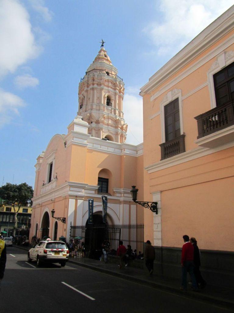 Iglesia y Convento. Church and convent. Santo Domingo, Lima, Perú Photo credit placeOK