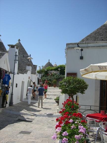 Alberobello - Sträßchen inmitten der Trulli