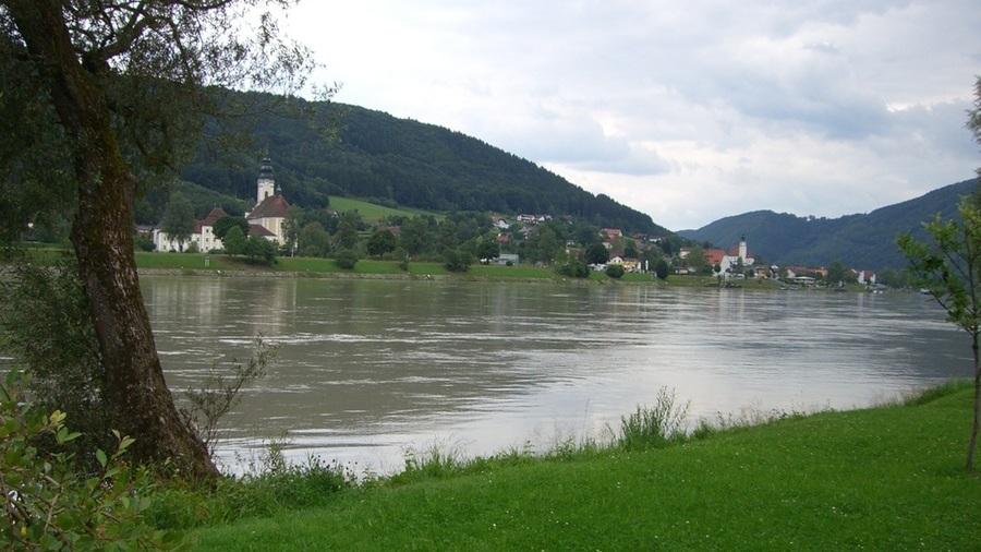 Dorf an der Donau