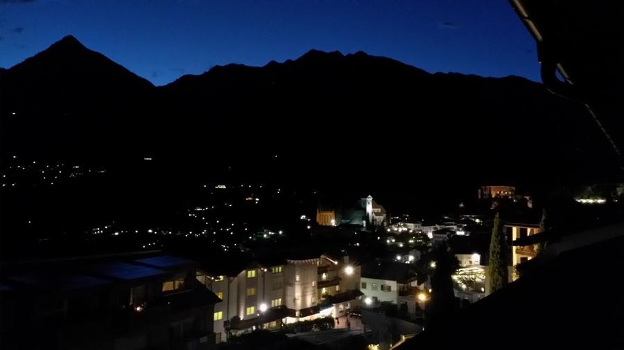 Ausblick auf Schenna bei Nacht