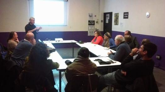 Des citoyens attentifs et enthousiastes dans les locaux de Mains d'Oeuvres jeudi 7 décembre dernier