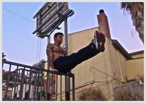 Danny Kavadlo doing strength training outdoors