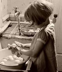 little_girl_washing_eggs