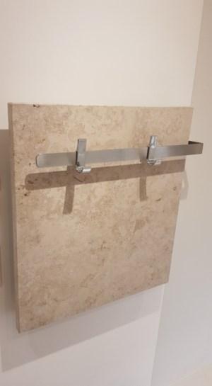 wohltuende Wärme und Schimmelfreiheit in Bad und Dusche durch Infrarotheizung - Handtuchhalter