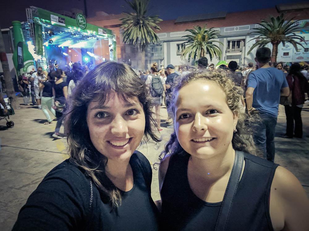 Ich und meine Schwester in Las Palmas auf einem Festival
