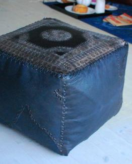 pouffe_black_patterned_square