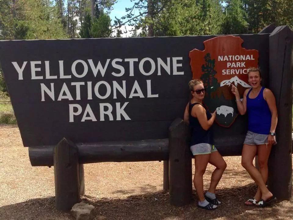 Cedule Yellowstonského národního parku a my