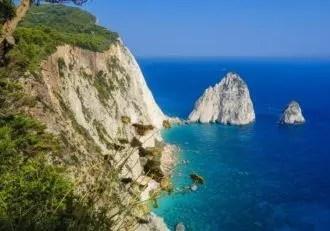 Krásné pobřeží Kréty ve východní části