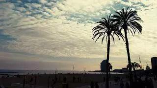 Pláže v Barceloně jsou krásné při západu slunce