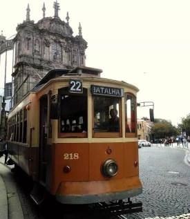 Stará tramvaj v portugalském městě Porto