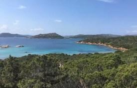 Výhled z Caprery směrem k Palau při jízdě na kole