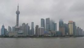 Výhled znábřeží Bund Šanghaj v Číně