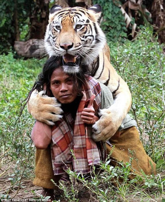 Resultado de imagen para IMAGENES DE AMISTAD ENTRE EL HOMBRE Y ANIMALES