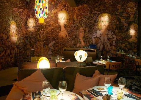 Pared de Miss Ko, restaurante diseñado por Philippe Starck.