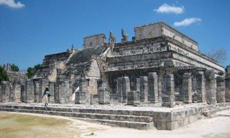 El templo de los Guerreros en Chichén Itzá.
