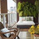 decorar un balcón con vinilo de madera