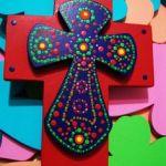 Cruz pintada estilo mexicano