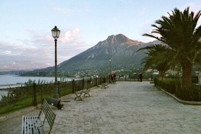 Monte de San Calogero o Kronios visto en la lejanía