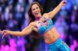 Mickie James reta a Trish Stratus para WWE Evolution en Octubre
