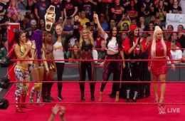 Ronda Rousey ataca a Stephanie McMahon en WWE RAW