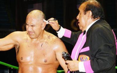 Blue Panther perdió la cabellera en CMLL esta semana.