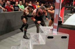 WWE confirma lesión de Strowman tras el ataque en RAW