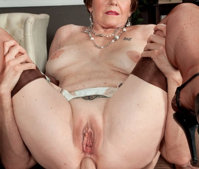 Mature Woman Bea Cummins Gets Fucked Hard In The Ass