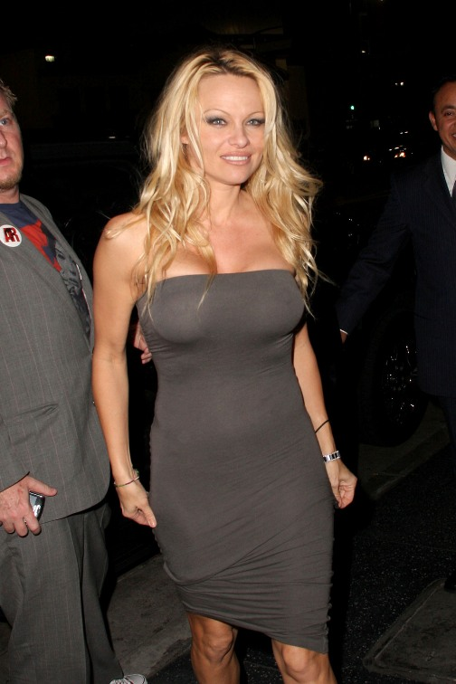 Pamela Anderson Sexy En Tenue De Soire Planete Buzz
