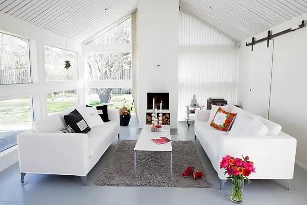 Une maison blanche et grise en norv ge planete deco a - Maison grise et blanche ...