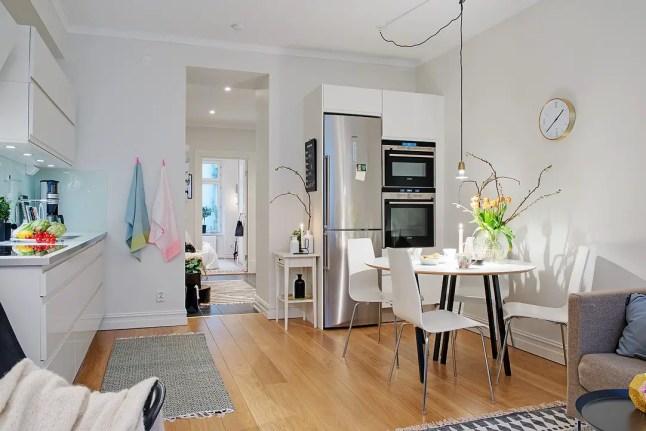 les petites surfaces du jour en haut de l 39 escalier planete deco a homes world. Black Bedroom Furniture Sets. Home Design Ideas