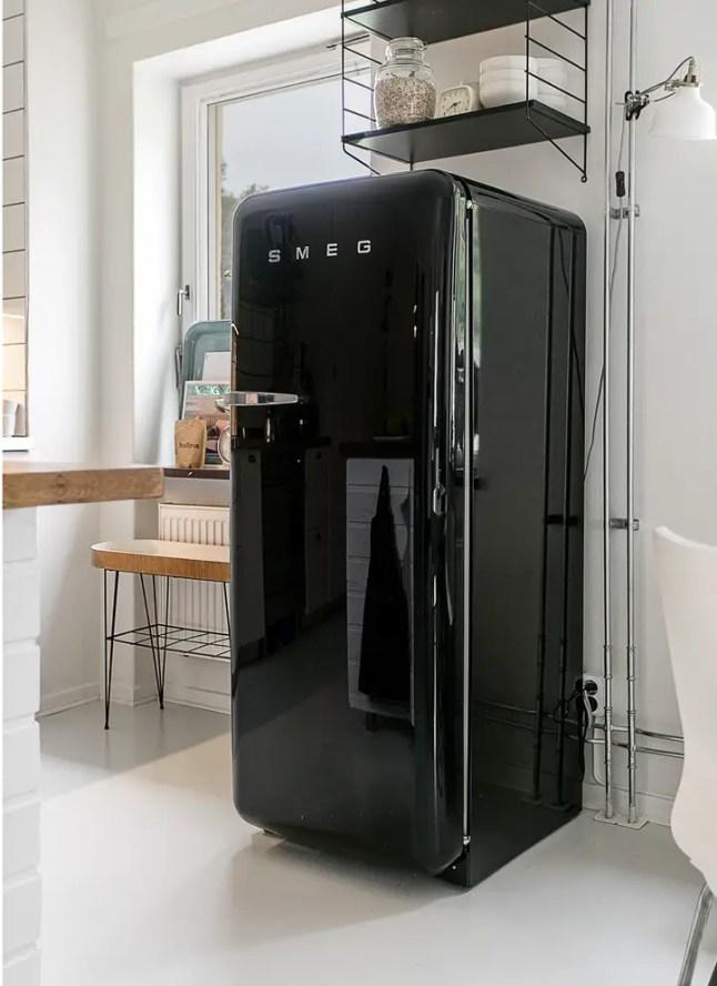 en noir et bleu planete deco a homes world. Black Bedroom Furniture Sets. Home Design Ideas