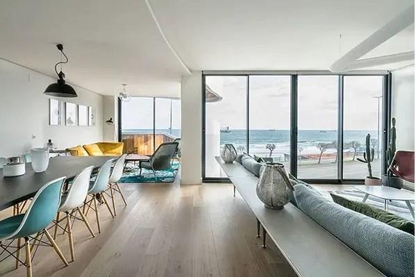 Un appartement en duplex face la mer planete deco a for Deco appartement duplex